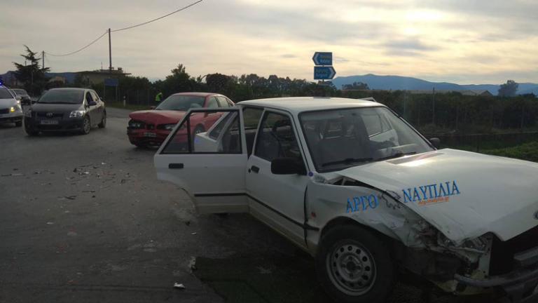 Ναύπλιο: Τροχαίο με 4 τραυματίες – Η σύγκρουση των δύο αυτοκινήτων σε διασταύρωση [pics]