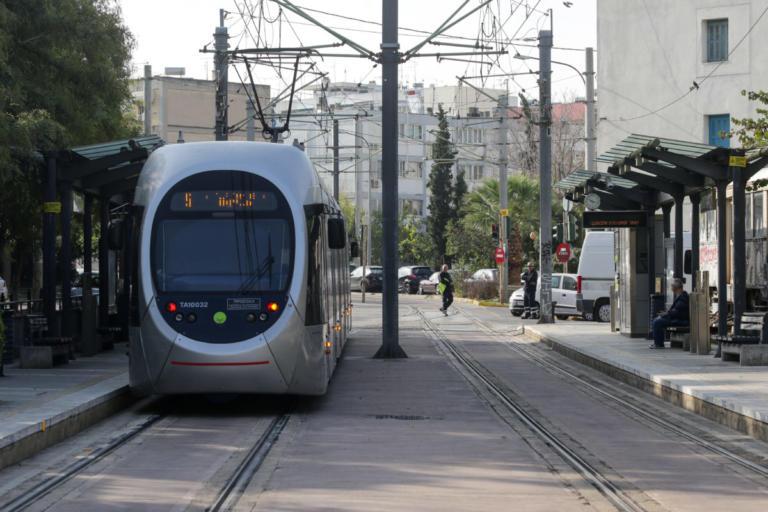 Σοβαρός τραυματισμός άνδρα που παρασύρθηκε από το τραμ στη Νέα Σμύρνη! | Newsit.gr