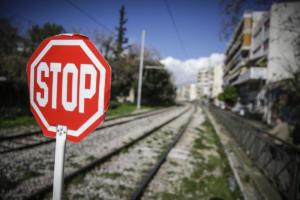 Λαμία: Παραλίγο τραγωδία σε σιδηροδρομική διάβαση – Ζωντανός ο άντρας που παρασύρθηκε από τρένο!