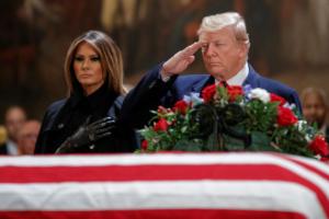 Ο Τζορτζ Μπους ήθελε στην κηδεία του τον Τραμπ – Ο λόγος απλός