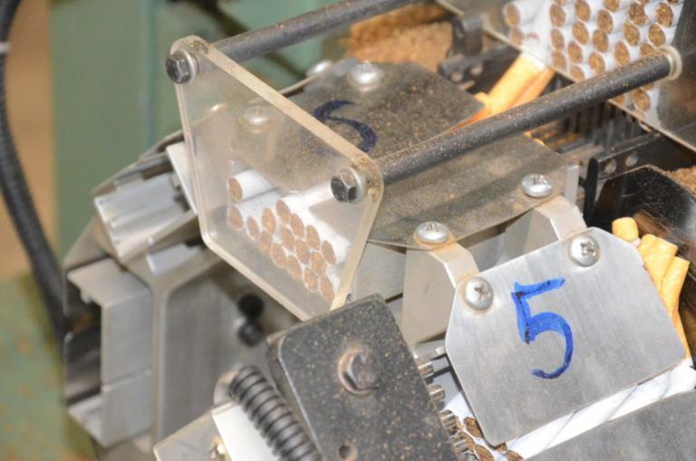 """Παράνομο """"εργοστάσιο"""" παραγωγής τσιγάρων εξάρθρωσε ο ΣΔΟΕ στον Ασπρόπυργο!   Newsit.gr"""