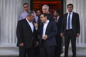 Συνάντηση Τσίπρα – Καμμένου στο περιθώριο της συζήτησης στη Βουλή