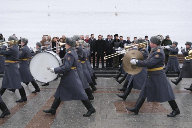 Έπαιξαν… Ντέμη Ρούσο προς τιμήν του Αλέξη Τσίπρα στη Μόσχα – video | Newsit.gr