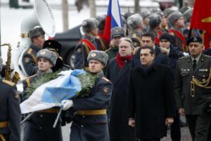 Ο Αλέξης Τσίπρας στην παγωμένη Μόσχα – Κατάθεση στεφάνου στους -3 βαθμούς [pics]