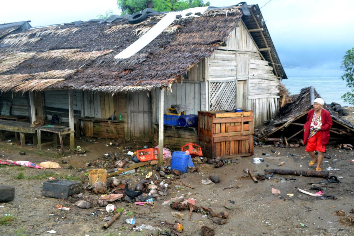 Ινδονησία: Έκρηξη ηφαιστείου και τσουνάμι! 62 νεκροί και 584 τραυματίες