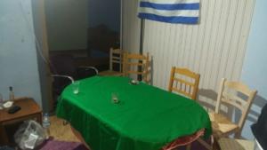 Κάλυμνος: Μόνο η πράσινη τσόχα και η ελληνική σημαία στον τοίχο έμειναν στη θέση τους… [pics]