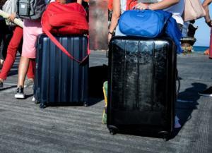 Λέσβος: Έβαλε τον φίλο της στη βαλίτσα για να ταξιδέψουν μαζί στην Αθήνα!