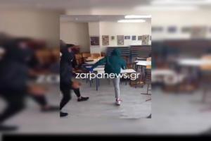 Χανιά: Μαθητές Λυκείου τα… σπάνε μέσα σε τάξη – video