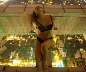 «Χόμπι» το γυμνό… με θέα! Αυτός είναι ο φωτογράφος που σόκαρε την Αίγυπτο [pics]