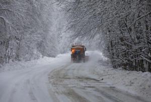 """Καιρός: Πρωτοχρονιά με τον """"Ραφαήλ""""! Έκλεισε λόγω χιονόπτωσης ο δρόμος προς Πάρνηθα"""