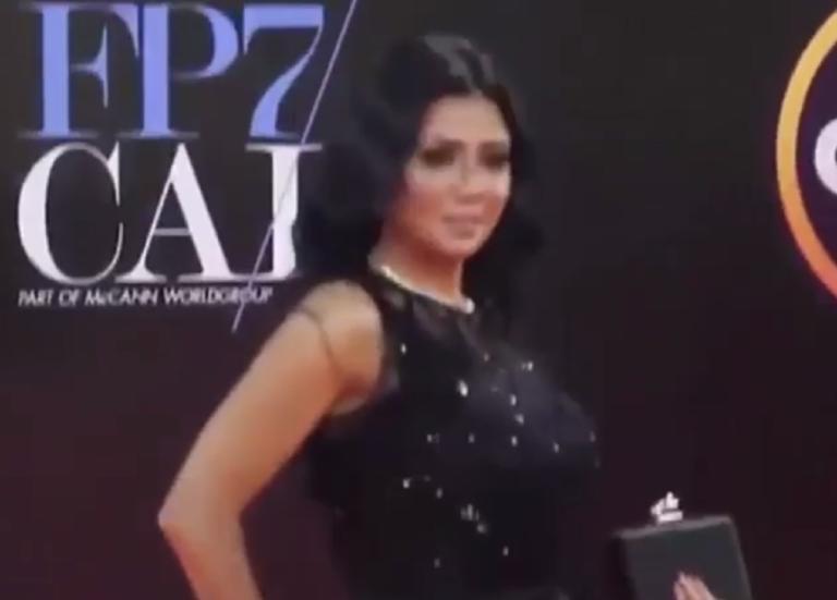 Αποσύρθηκαν οι μηνύσεις κατά γνωστής ηθοποιού! Το… έγκλημά της ήταν ότι φόραγε διάφανο φόρεμα! | Newsit.gr