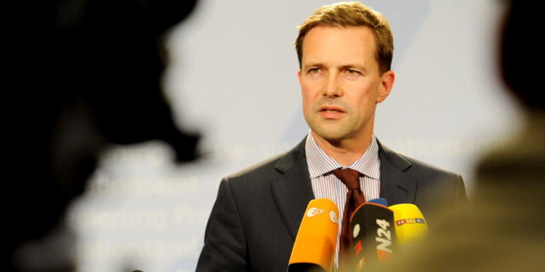Ζάιμπερτ: Η Γερμανία εμπιστεύεται τις συνταγματικές διαδικασίες στην Ελλάδα   Newsit.gr