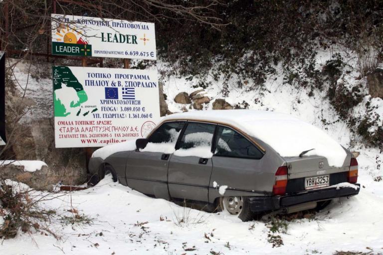 Πήλιο: Πυκνό χιόνι και κλειστά σχολεία – Το έστρωσε ακόμα και στα Καλά Νερά!