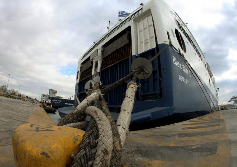 """Σε ποιες περιοχές δεν ταξιδεύουν τα πλοία λόγω των 9 μποφόρ – Πού """"σπάει"""" το απαγορευτικό"""