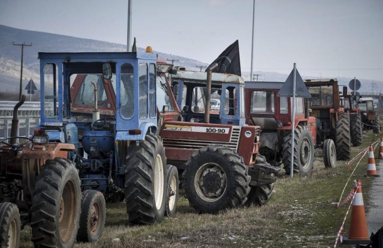 """Φλώρινα: Αυξάνονται τα τρακτέρ στην εθνική οδό – """"Βάζουν ταφόπλακα στον κλάδο της γεωργίας""""!"""