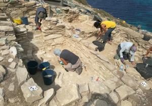 Εντυπωσιακά αρχαιολογικά ευρήματα στην καρδιά του Αιγαίου! Επιβλητικές κατασκευές στο νησί «πυραμίδα» [pics]
