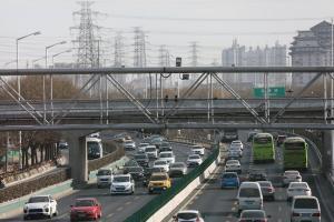 Κατασκευάζουν έξυπνο αυτοκινητόδρομο ταχείας κυκλοφορίας