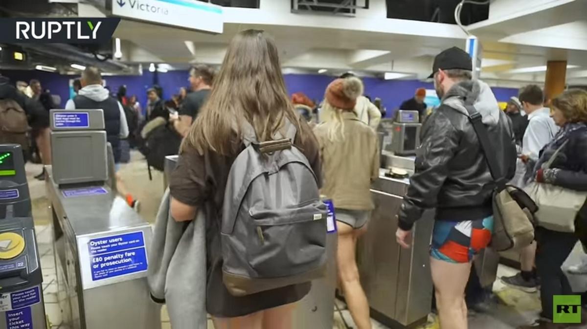 Μέρα χωρίς παντελόνι στο μετρό! Έμειναν με τα εσώρουχα [pics, vid]