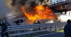 Κόλαση φωτιάς στην άσφαλτο – Καραμπόλα με έξι νεκρούς στην Ιταλία