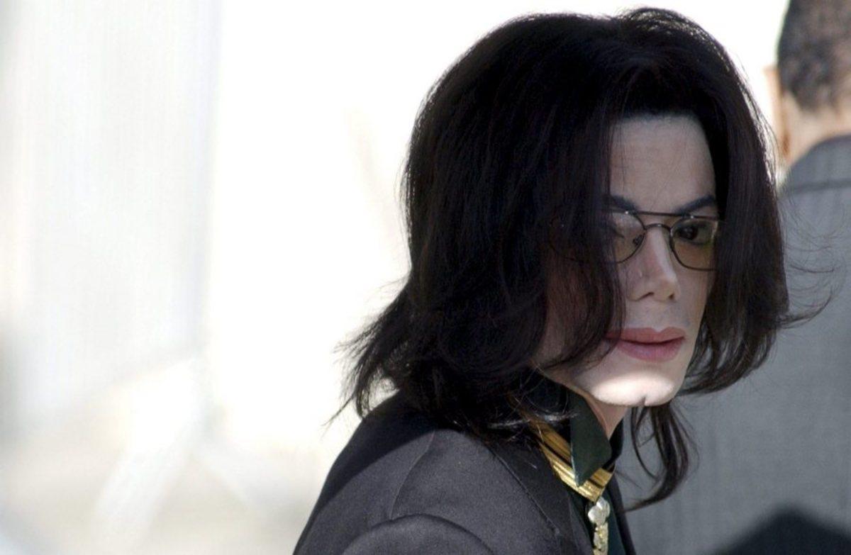 Διάσημοι, πλούσιοι και… νεκροί! Οι 13 stars που «κερδίζουν» εκατομμύρια μετά θάνατον!