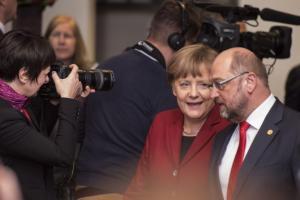 Τι συμφώνησαν Μέρκελ – Σουλτς για την επανένωση προσφύγων