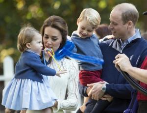 Ποιος πρίγκιπας Τζορτζ; Η πριγκίπισσα Σάρλοτ κάνει κουμάντο!