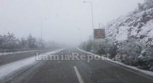 Στα λευκά η Φθιώτιδα – Χιονίζει γύρω από τη Λαμία