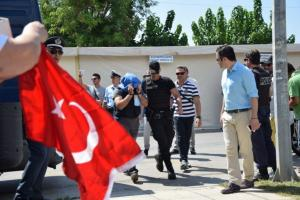 """Έντεκα πρώην πρόεδροι δικηγορικών συλλόγων: Εύλογα ερωτήματα από το """"πάγωμα"""" για τη χορήγηση ασύλου στον Τούρκο αξιωματικό"""