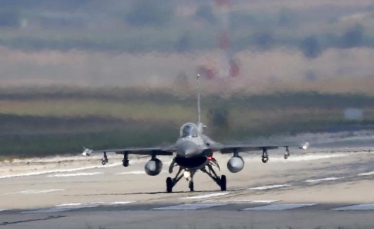 Συνεχίζει τον βομβαρδισμό Κούρδων στη Συρία η Τουρκία
