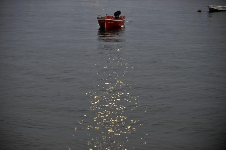 Αγνοείται ερασιτέχνης ψαράς στη Σαλαμίνα