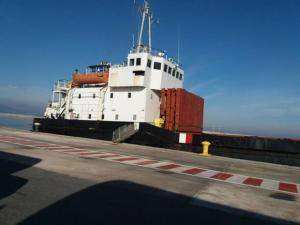 Στο λιμεναρχείο Πειραιά ο εκπρόσωπος της εταιρείας του πλοίου με τους 410 τόνους εκρηκτικά