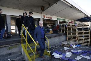"""Επίσκεψη Αποστόλου στην αγορά του Ρέντη – """"Ιδρύουμε σε όλη την Ελλάδα λαϊκές αγορές παραγωγών"""" [pics]"""