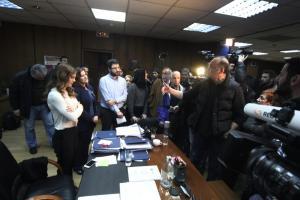 """Η στιγμή που το ΠΑΜΕ κάνει """"έφοδο"""" στο γραφείο της Αχτσιόγλου – """"Ντροπή σου"""" φώναζαν στην υπουργό"""
