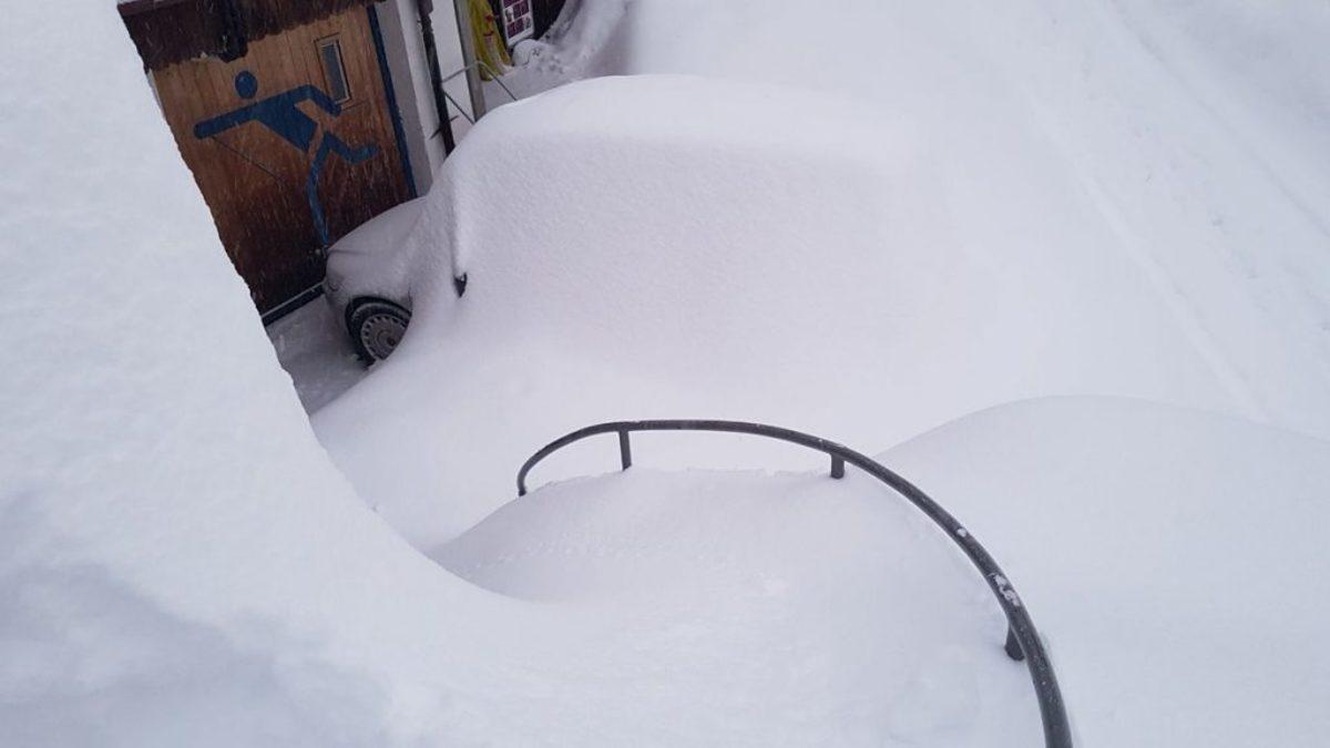 Νταβός: Άφιξη των ηγετών… μετ' εμποδίων – Καταπλακώνουν τα πάντα οι σφοδρές χιονοπτώσεις [pics,vid]