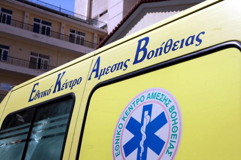 """Θεσσαλονίκη: Αυτοκίνητο """"έκοψε"""" διερχόμενη μηχανή – Σε σοβαρή κατάσταση ο οδηγός"""