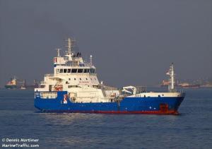 Ψαρά: Προσάραξη δεξαμενόπλοιου στο λιμάνι – Σε εξέλιξη η επιχείρηση του λιμενικού [vid]