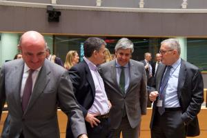Eurogroup: Δόση, προαπαιτούμενα και… κάπνισμα στον βελγικό Τύπο!