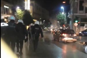 Πάτρα: Φωτοβολίδα από οπαδό του Ολυμπιακού τραυμάτισε αστυνομικό [pic]