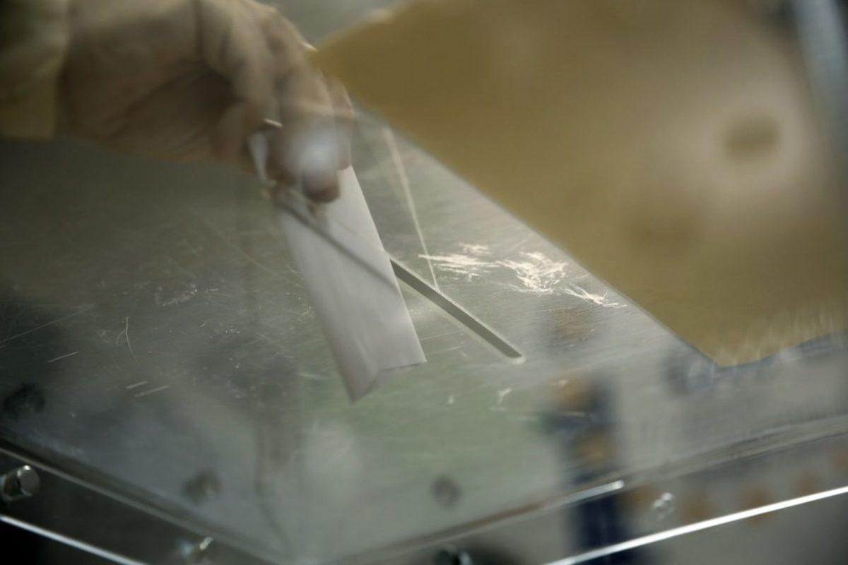 """Δημοσκόπηση: """"Τσιμπάει"""" ο ΣΥΡΙΖΑ – Ντέρμπι για την τρίτη θέση – Η απάντηση έκπληξη για τους πλειστηριασμούς"""