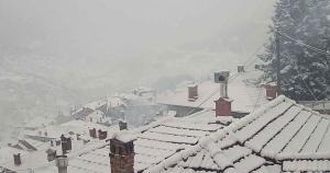 Καιρός live: Δείτε που χιονίζει τώρα – Μοναδικές εικόνες