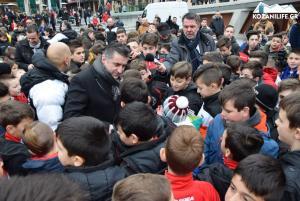 Βροντερό «παρών» του κόσμου για τον μικρό Αλέξανδρο – Στην Κοζάνη και ο Ζαγοράκης [pics, vid]