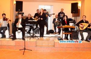"""Τρίκαλα: Ο χορός ξεκίνησε με το """"Μακεδονία ξακουστή"""" – Η ερμηνεία που ξεσήκωσε τον κόσμο [vid]"""