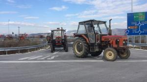 Θεσσαλία: Οι αγρότες έκλεισαν τον ολοκαίνουριο αυτοκινητόδρομο!