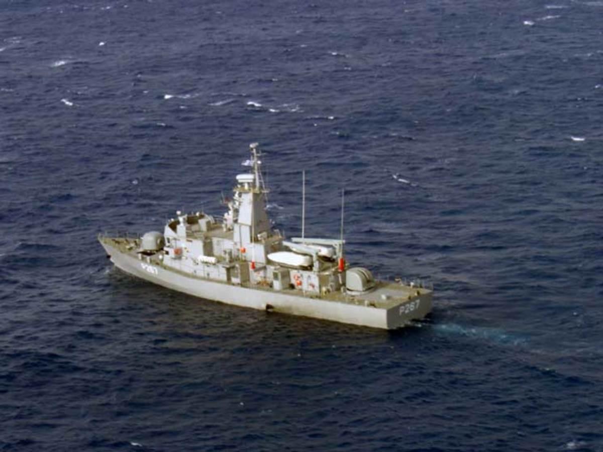 """Η κανονιοφόρος """"Νικηφόρος"""" ακούμπησε με τουρκικό σκάφος κοντά στα Ίμια"""
