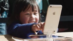 """""""Καμπανάκι"""" για τον εθισμό των παιδιών στα Iphone – Ζητούν δραστικά μέτρα μεγαλομέτοχοι της Apple"""