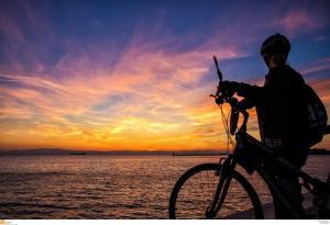 Οικογένεια από τη Φιλανδία διέσχισε την Ευρώπη με ποδήλατα και έφτασε… στα Χανιά!