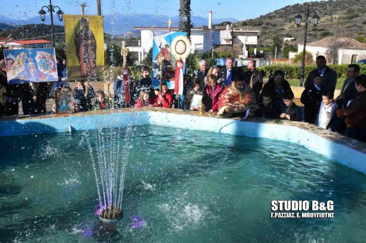 Ναύπλιο: Σε συντριβάνι ο Αγιασμός των υδάτων στα Πυργιώτικα! [pics, vid]