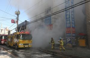 Ανείπωτη τραγωδία στη Νότια Κορέα: Δεκάδες νεκροί σε φωτιά