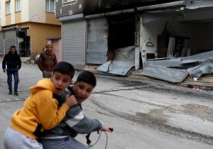 Συρία: «Σφυροκοπούν» την Αφρίν οι Τούρκοι – Γυναικόπαιδα τα θύματα του Ερντογάν