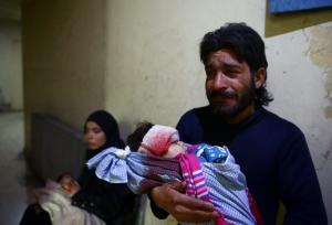 Νέες σπαρακτικές εικόνες από την Συρία: Παιδιά μέσα στα αίματα και τα χώματα – Τουλάχιστον 24 άμαχοι νεκροί από επιδρομές